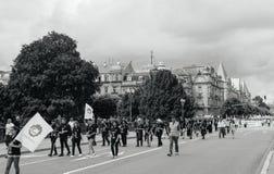 Μέλη της κοινοτικής διαμαρτυρίας της Τουρκίας ` s Alevi - κορίτσια με το peac Στοκ Φωτογραφίες