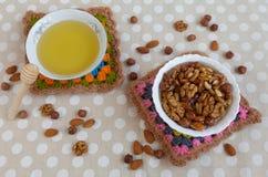 Μέλι και καρύδια Στοκ φωτογραφίες με δικαίωμα ελεύθερης χρήσης