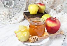 Μέλι με το μήλο για Rosh Hashana Στοκ Εικόνα