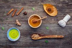 Μέλι συστατικών ιατρικής Ayurvedic και nature spa, βοτανικό comp στοκ εικόνες με δικαίωμα ελεύθερης χρήσης
