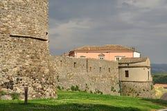 Μέλφι, Βασιλικάτα, Ιταλία Άποψη των παλαιών τοίχων κάστρων Στοκ φωτογραφία με δικαίωμα ελεύθερης χρήσης