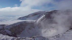 Μήκος σε πόδηα κηφήνων από τον κρατήρα ηφαιστείων απόθεμα βίντεο