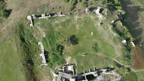 Μήκος σε πόδηα footDrone κηφήνων από ένα όμορφο αρχαίο κάστρο στο λόφο Csobanc σε Hungaryage από ένα όμορφο αρχαίο κάστρο στο χ απόθεμα βίντεο
