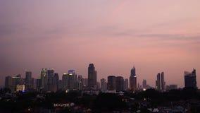 Μήκος σε πόδηα Timelapse της πόλης της Τζακάρτα στο σούρουπο φιλμ μικρού μήκους