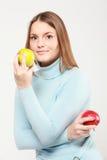 μήλα που κρατούν τη γυναίκ& Στοκ Φωτογραφίες