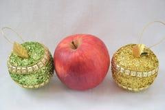 μήλα τρία Κόκκινο, πράσινος και χρυσός Στοκ φωτογραφίες με δικαίωμα ελεύθερης χρήσης