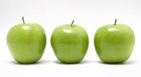 μήλα φρέσκα πράσινα τρία Στοκ εικόνα με δικαίωμα ελεύθερης χρήσης