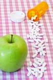 Μήλο και χάπια Στοκ φωτογραφία με δικαίωμα ελεύθερης χρήσης