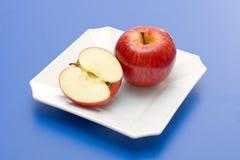 μήλο κατά το ήμισυ ολόκληρο Στοκ φωτογραφίες με δικαίωμα ελεύθερης χρήσης