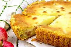 Μήλο πιτών με την ξινή κρέμα εν πλω Στοκ φωτογραφία με δικαίωμα ελεύθερης χρήσης