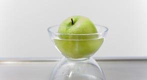 μήλο που λούζεται Στοκ εικόνες με δικαίωμα ελεύθερης χρήσης