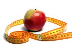 μήλο που μετρά την ταινία στοκ φωτογραφία με δικαίωμα ελεύθερης χρήσης