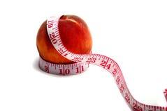 μήλο που μετρά την ταινία στοκ εικόνες με δικαίωμα ελεύθερης χρήσης