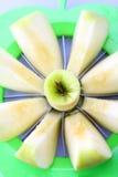 μήλο που τεμαχίζεται Στοκ φωτογραφίες με δικαίωμα ελεύθερης χρήσης