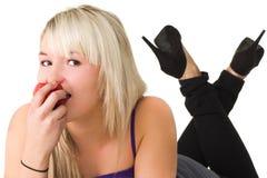 μήλο που τρώει τις νεολα Στοκ Εικόνες