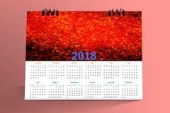 12 μήνες σχεδίου 2018 υπολογιστών γραφείου ημερολογιακού Στοκ Εικόνες