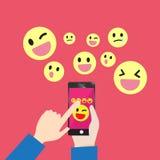 Μήνυμα επικοινωνίας Smartphone emoticons Στοκ φωτογραφία με δικαίωμα ελεύθερης χρήσης