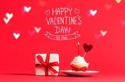 Μήνυμα ημέρας βαλεντίνων ` s με το cupcake και την καρδιά Στοκ Εικόνες