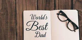 Μήνυμα παγκόσμιων μπαμπάδων που γράφεται καλύτερο στο σημειωματάριο Στοκ φωτογραφία με δικαίωμα ελεύθερης χρήσης