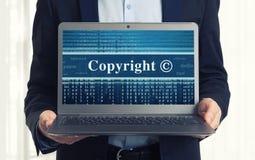 Μήνυμα πνευματικών δικαιωμάτων στην οθόνη lap-top Στοκ εικόνα με δικαίωμα ελεύθερης χρήσης