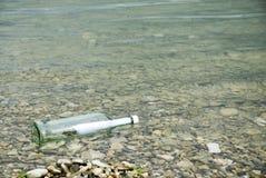 Μήνυμα σε ένα μπουκάλι Στοκ εικόνες με δικαίωμα ελεύθερης χρήσης