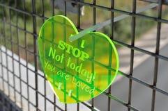 Μήνυμα της αγάπης στη γέφυρα αυτοκινητόδρομων στοκ φωτογραφία