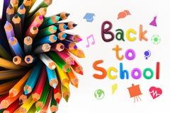 Μήνυμα & x22  Πίσω στο σχολείο & x22  με το μολύβι χρώματος Στοκ φωτογραφία με δικαίωμα ελεύθερης χρήσης