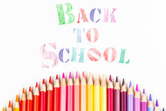 Μήνυμα & x22  Πίσω στο σχολείο & x22  με το μολύβι χρώματος Στοκ Φωτογραφίες