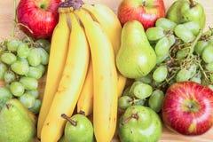 Μήλα και αχλάδια σταφυλιών μπανανών Στοκ φωτογραφία με δικαίωμα ελεύθερης χρήσης