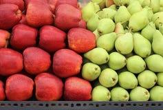 Μήλα και αχλάδια Στοκ Εικόνες