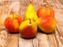 Μήλα και αχλάδια Στοκ Εικόνα
