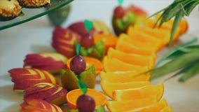 Μήλα και πορτοκαλής καρπός απόθεμα βίντεο