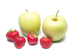 Μήλα και φράουλες Στοκ εικόνα με δικαίωμα ελεύθερης χρήσης