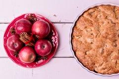 Μήλα, καρυκεύματα και πίτα της Apple Στοκ Φωτογραφίες
