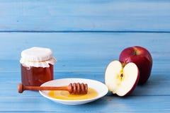 Μήλα, μέλι και κανέλα Στοκ φωτογραφία με δικαίωμα ελεύθερης χρήσης