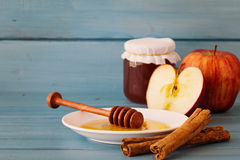 Μήλα, μέλι και κανέλα Στοκ Φωτογραφία