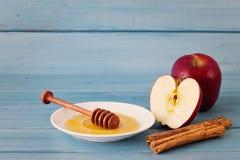 Μήλα, μέλι και κανέλα Στοκ Φωτογραφίες