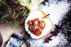 Μήλα με τα αμύγδαλα και την καραμέλα Στοκ φωτογραφίες με δικαίωμα ελεύθερης χρήσης
