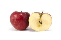 Μήλα που απομονώνονται κόκκινα πέρα από το λευκό στοκ φωτογραφίες με δικαίωμα ελεύθερης χρήσης