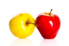 Μήλα που απομονώνονται στα άσπρα φρούτα υγιεινής διατροφής υποβάθρου Στοκ φωτογραφία με δικαίωμα ελεύθερης χρήσης