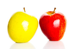 Μήλα που απομονώνονται στην άσπρη υποβάθρου διατροφή τροφίμων φρούτων υγιή Στοκ Φωτογραφία