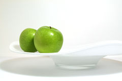 μήλα πράσινα δύο Στοκ εικόνες με δικαίωμα ελεύθερης χρήσης