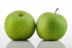 μήλα πράσινα δύο Στοκ εικόνα με δικαίωμα ελεύθερης χρήσης