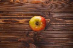 Μήλα στον πίνακα Στοκ Εικόνες