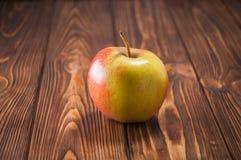 Μήλα στον πίνακα Στοκ Φωτογραφίες