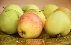 Μήλα στο πιάτο Στοκ φωτογραφίες με δικαίωμα ελεύθερης χρήσης