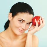 Μήλο εκμετάλλευσης ομορφιάς ενώ απομονώνεται στοκ φωτογραφίες
