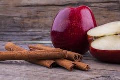 Μήλο και κανέλα στοκ εικόνα