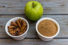 Μήλο και κανέλα Στοκ Φωτογραφίες