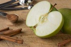 Μήλο και κανέλα Στοκ φωτογραφία με δικαίωμα ελεύθερης χρήσης